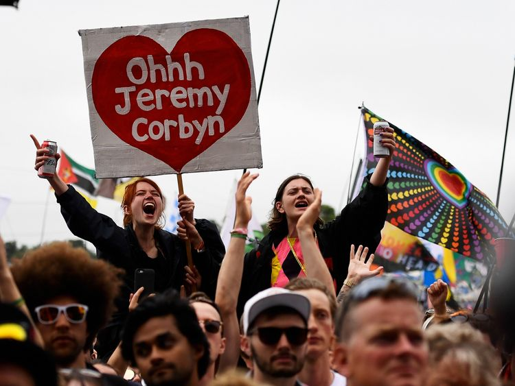Corbyn gets rapturous reception at Glastonbury