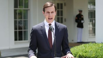 Jared Kushner reads a statement in front of the White House after testifying