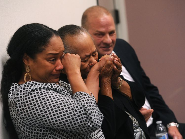 OJ Simpson's daughter Arnelle Simpson (L) gave a statement at the hearing