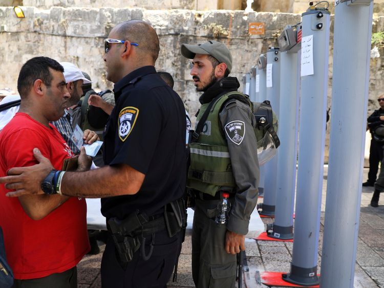 Israel Bans Muslim Men Under 50 From Jerusalem Holy Site