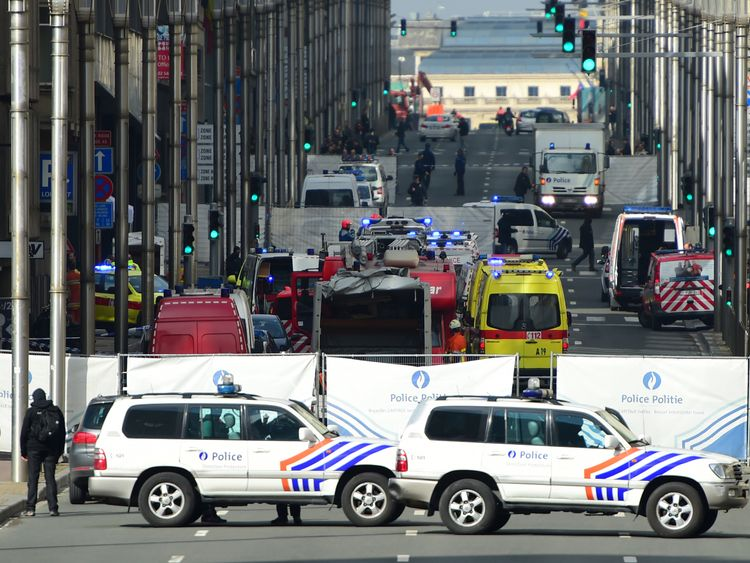 Belgium manhunt as Brussels raids prompt fears of attack