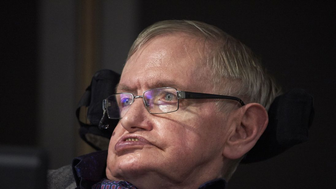 Hawking blames United Kingdom govt for NHS 'crisis'