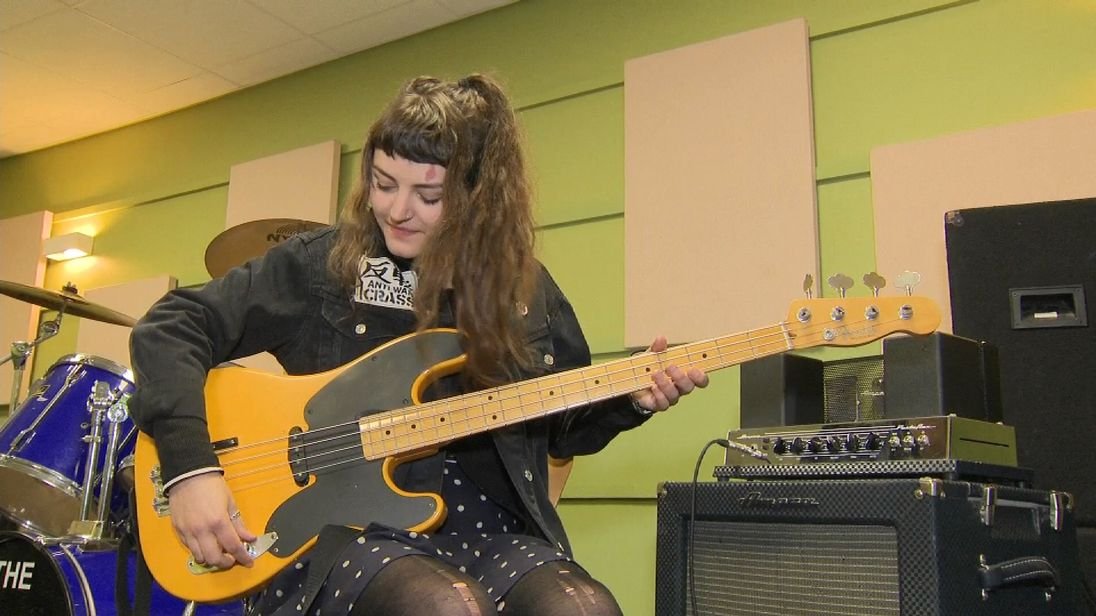 Lande Hekt, frontwoman and bassist for the punk trio Muncie Girls