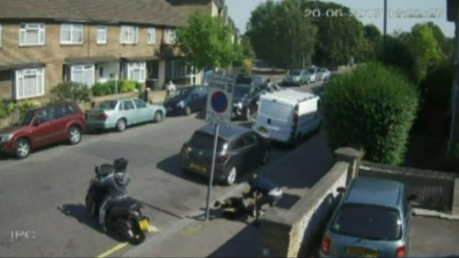 Woman dragged to the floor in 'nasty' Lewisham robbery