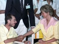April 1991: Diana meets an AIDS patient at the hospital of the Federal University of Rio de Janeiro in Brazil