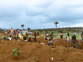 Mass burials held for deadly Sierra Leone mudslide victims