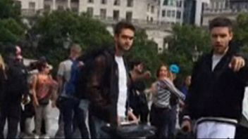Liam Payne and DJ producer Zedd busk in London