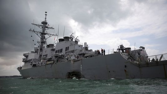 USS John S McCain returned to Singapore with a large hole in its hull