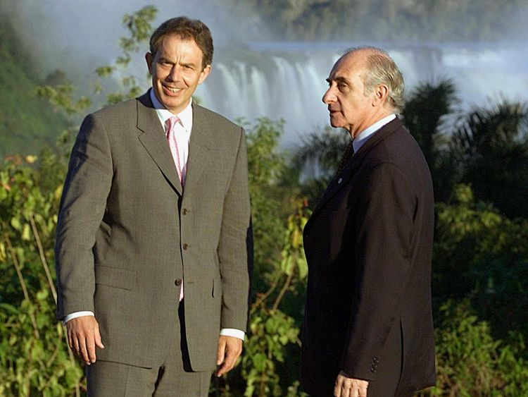 Tony Blair and former Argentine president Fernando de la Rua in Puerto de Iguazu in 2001