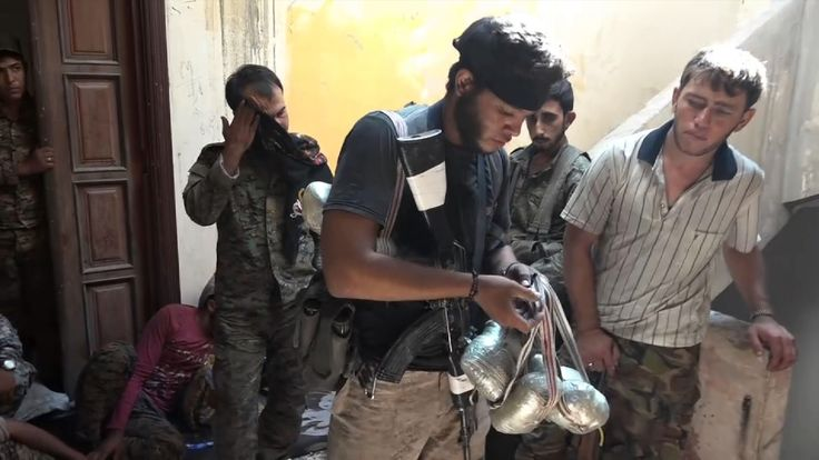 American Daesh terrorist surrenders to PYD militants in Syria