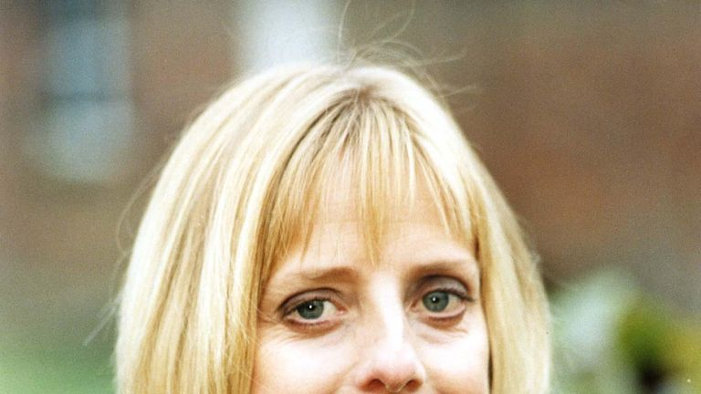 HOW DO YOU WANT ME ACTRESS EMMA CHAMBERS WHO STARS IN THE NEW BBC2 SERIES 'HOW DO YOU WANT ME?'. Picture by: TIM OCKENDEN/PA Archive/PA Images Date taken: 14-Nov-1997 Image size: 1341 x 1740 Image ref #: 1124314