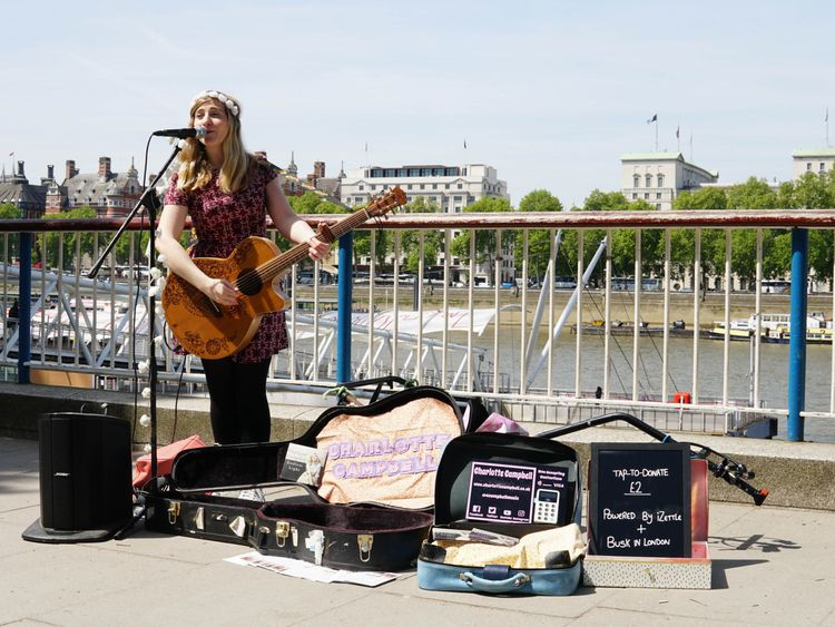 London buskers to be paid with contactless cards