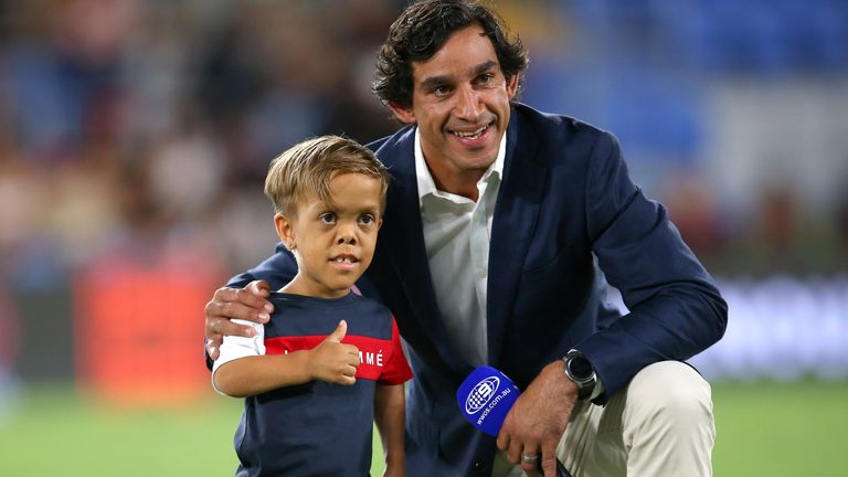GOLD COAST, AUSTRALIA - FEBRUARY 22: Former rugby league player Johnathan Thurston (R) poses with Quaden Bayles before the NRL match between the Indigenous All-Stars and the New Zealand Maori Kiwis All-Stars at Cbus Super Stadium on February 22, 2020 on the Gold Coast, Australia. (Photo by Jason McCawley/Getty Images)
