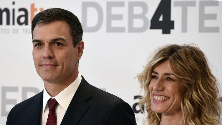 Leader of Spanish Socialist Party (PSOE) and party candidate Pedro Sanchez (L) and his wife Begona Gomez pose prior to a televised debate at the congress centre IFEMA in Madrid on June 13, 2016 ahead of Spain's general election. Spain is holding its second elections in six months, on June 26, after being governed by a caretaker government with limited powers since the December 20 polls put an end to the country's traditional two-party system as voters fed up with austerity and corruption scandals flocked to new groups.  / AFP / JAVIER SORIANO        (Photo credit should read JAVIER SORIANO/AFP via Getty Images)