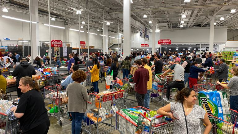 Shoppers line up with full carts in a supermarket in Virginia on March 13, 2020. - Earlier in the day US president Donald Trump declared coronavirus a national emergency. (Photo by Daniel SLIM / AFP) (Photo by DANIEL SLIM/AFP via Getty Images)