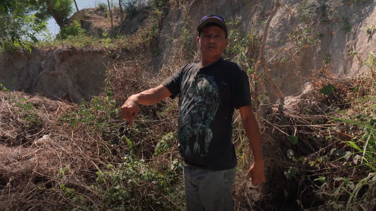 Ticas points to the spot where a woman's body was found