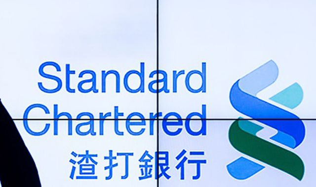 Standard Chartered takes $900m charge for UK and US fines