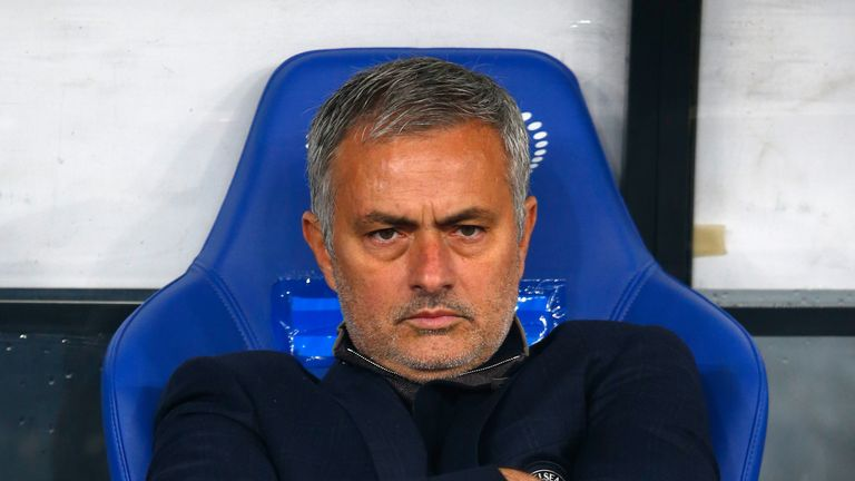 Chelsea boss Jose Mourinho should show humility and accept where he has gone wrong, according to Ruud Gullit