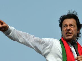 Imran Khan has backed the return of bowler Mohammad Amir to Pakistan cricket