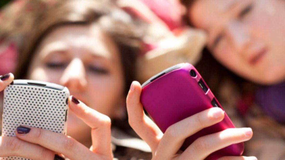 MOBILE PHONE Teenage Girls Generic roaming charges