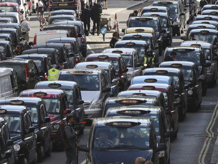 London cabbies plot €1bn lawsuit against Uber