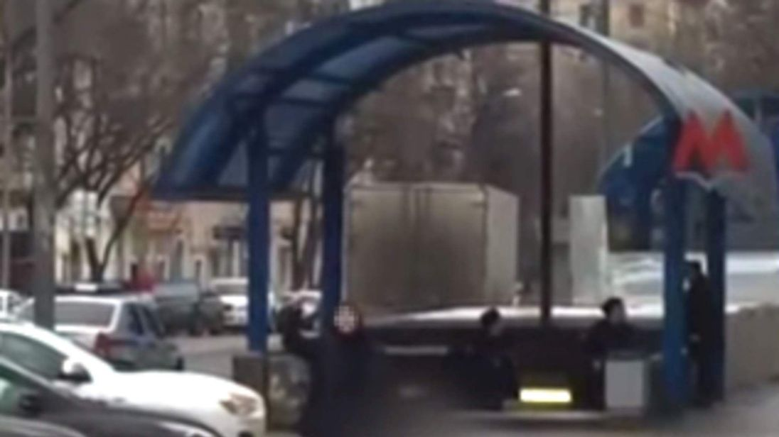woman holding head of decapitated child in Moscow