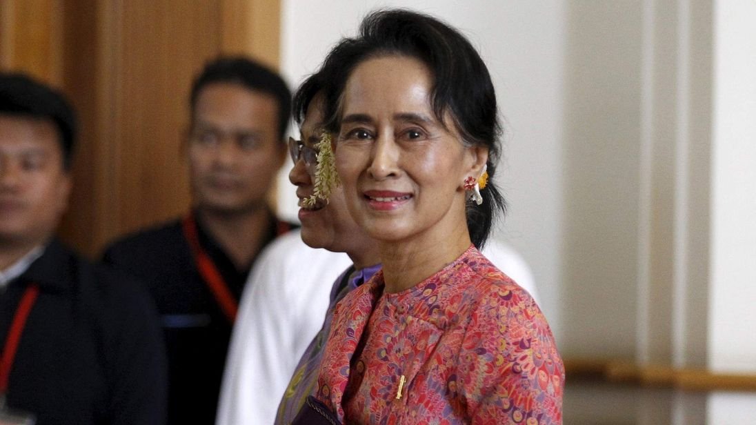 Aung San Suu Kyi arrives to the opening of the new parliament in Naypyitaw