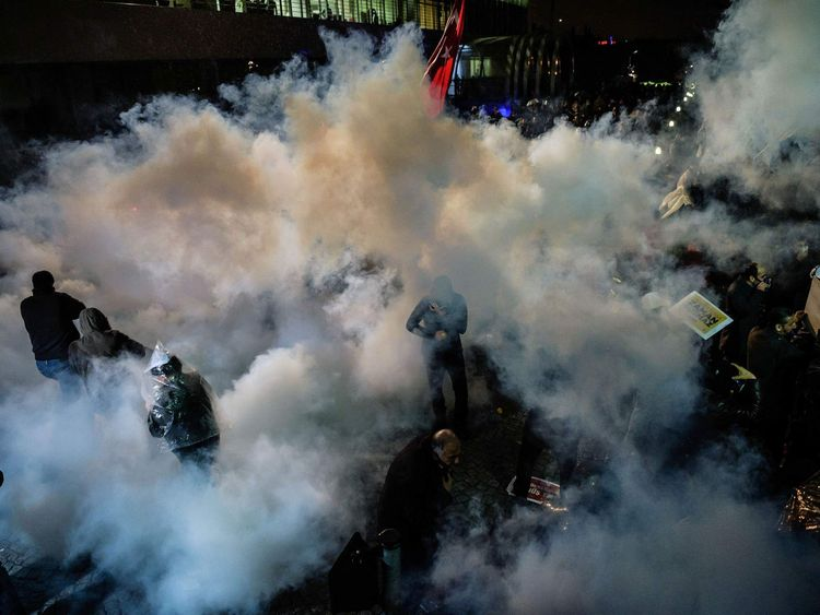 Police raid Zaman newspaper in Istanbul