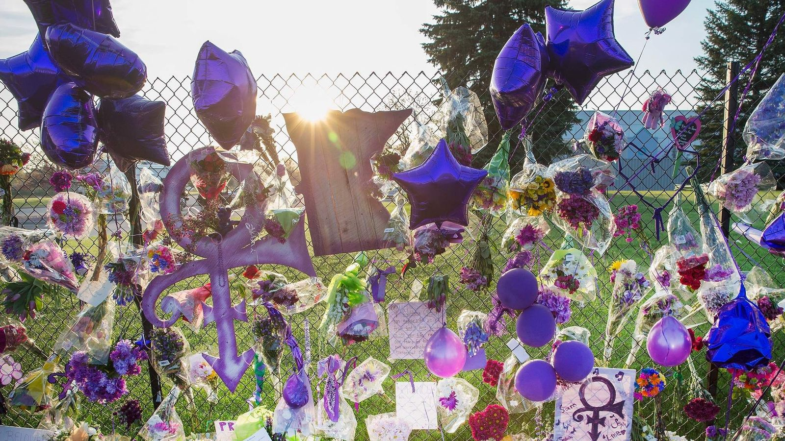 Prince secretly cremated by family and friends izmirmasajfo
