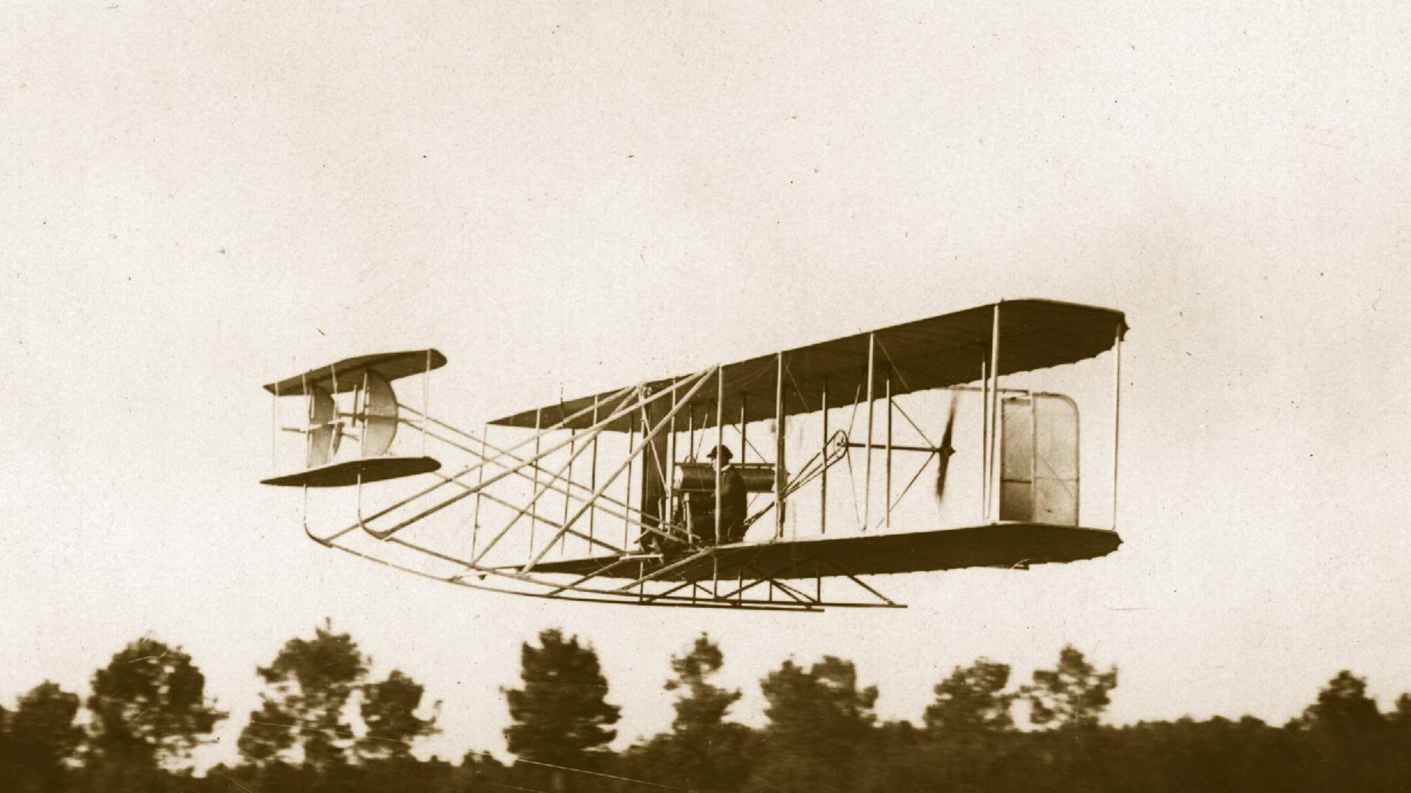 первый самолет в россии был изобретен кем каждый казачок