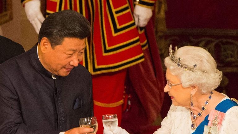 Chinese President Xi Jinping with Queen Elizabeth II at a state banquet at Buckingham Palace, London