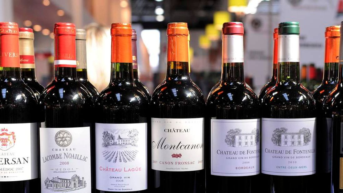 Wine bottles should carry health warnings to combat alcohol abuse, politicians have said.