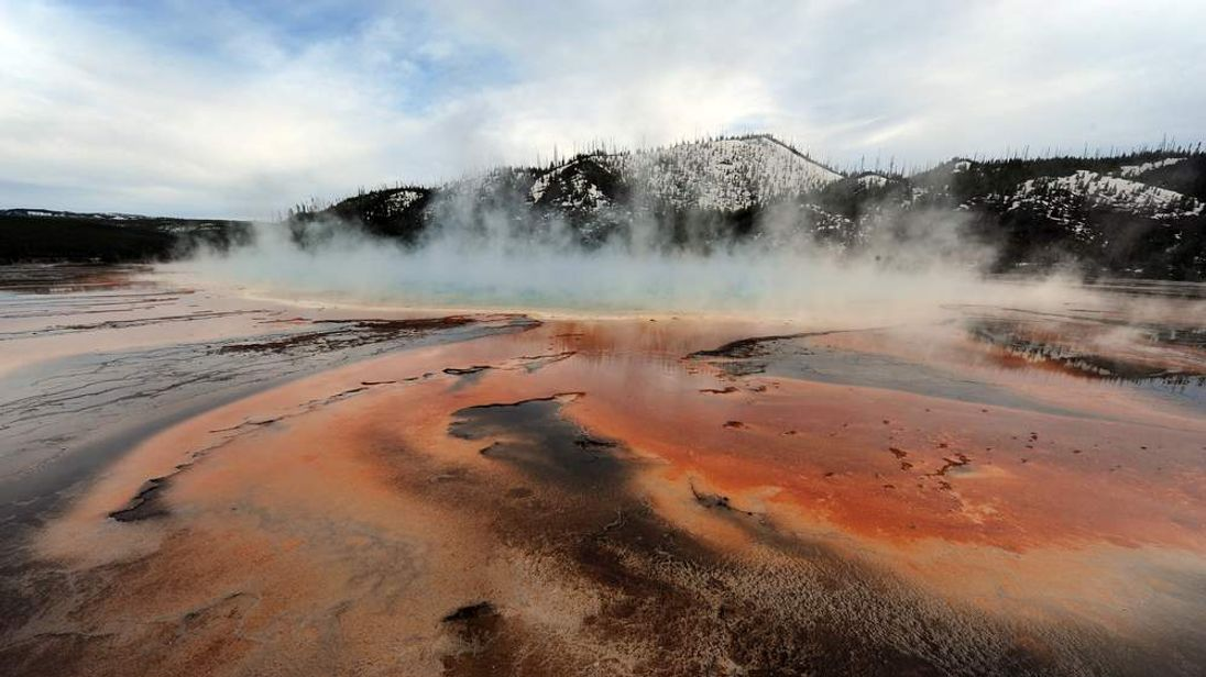 View of the 'Grand Prismatic' hot spring