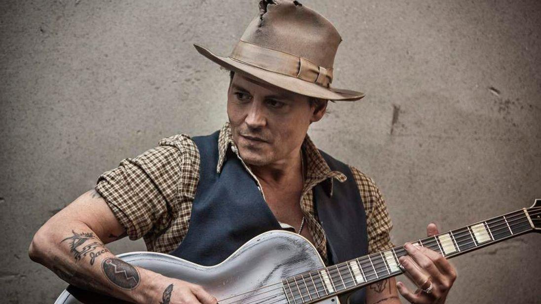 Johnny Depp playing guitar on Sir Paul McCartney's Early Days video