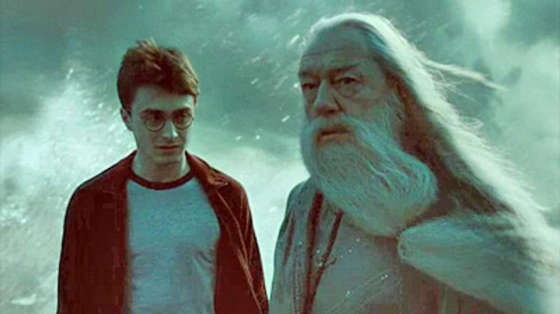 Harry and Dumbledore in trailer for Harry Potter and the Half-Blood Prince. © Warner Bros. Pictures.