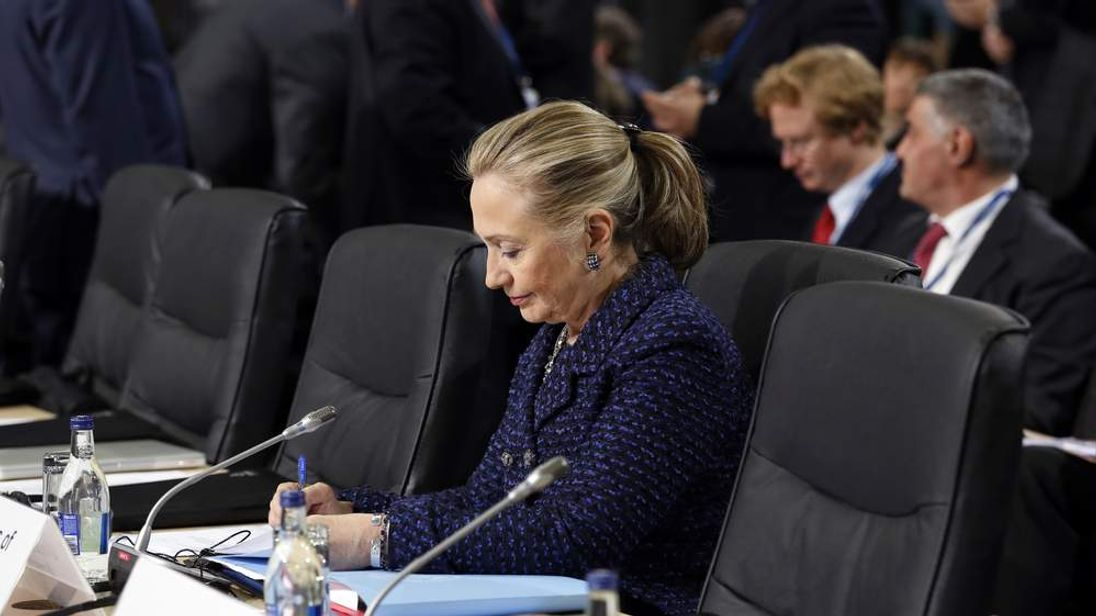 Hillary Clinton reads documents at Organisation for Security and Co-operation in Europe