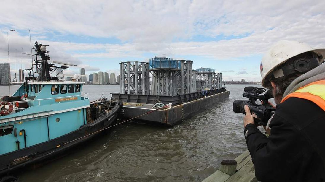 Spire For One World Trade Arrives By Barge