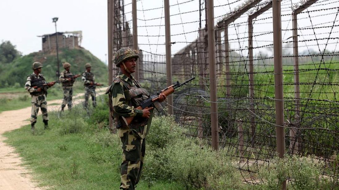Indian soldiers along the Kashmir border