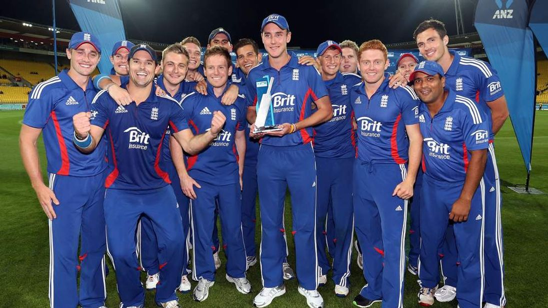 England celebrate their T20 series win