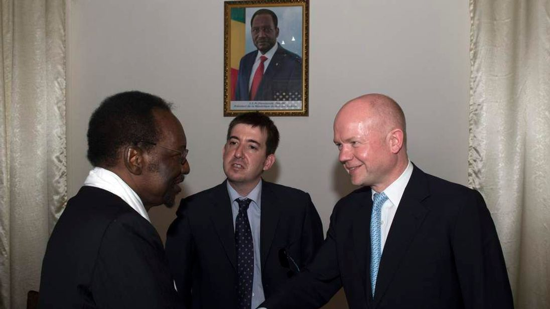 William Hague in Mali greeting President Dioncounda Traore