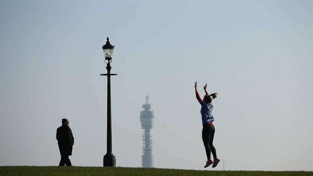 Londoners enjoy Spring sunshine