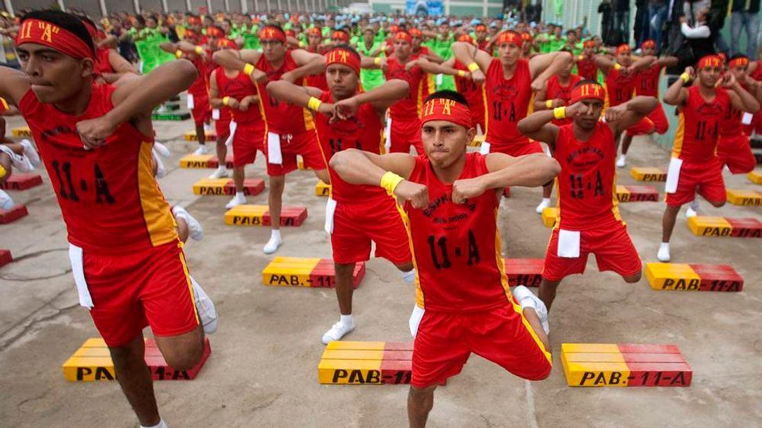 Prison workout in Peru