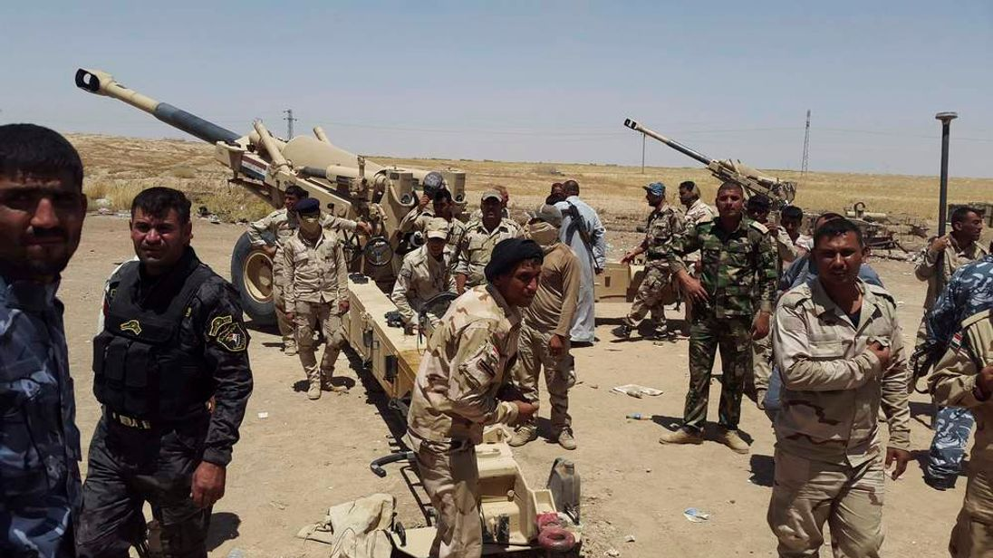 Members of Iraqi security forces and volunteers are seen on the outskirts of Diyala province