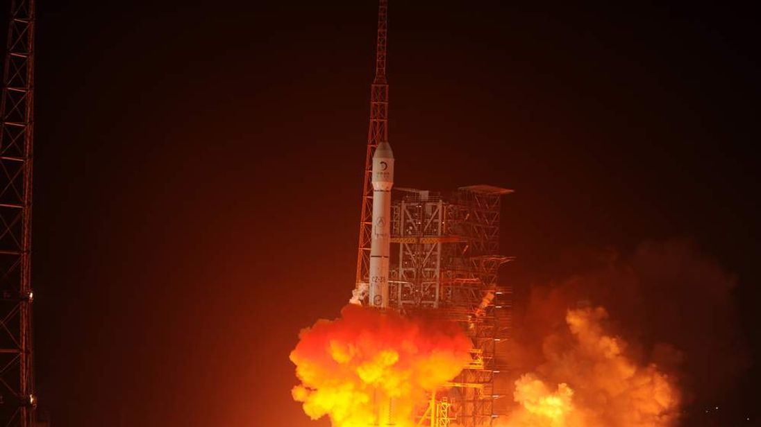 Chang'e-3 rocket carrying the Jade Rabbit rover blasts off