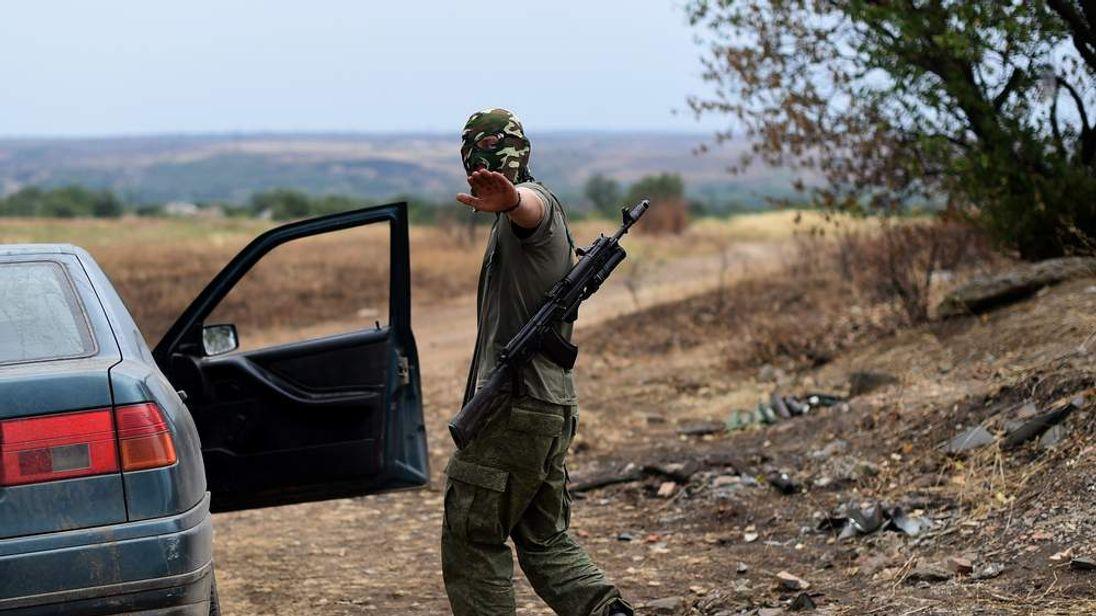 A Pro-Russian fighter gestures in Troitsko-Khartsyzk