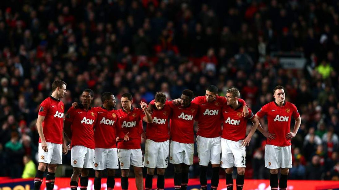Manchester United players huddle whilst the penalty shootout is in progress during the Capital One Cup semi final, second leg match between Manchester United and Sunderland at Old Trafford on January 22, 2014