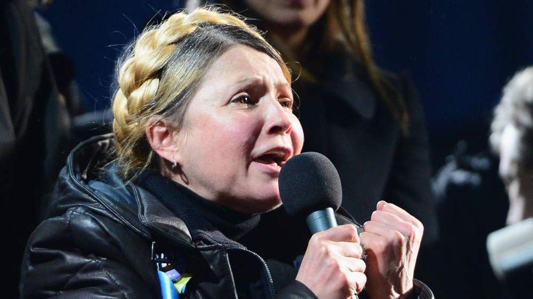 Yulia Tymoshenko addresses the crowd