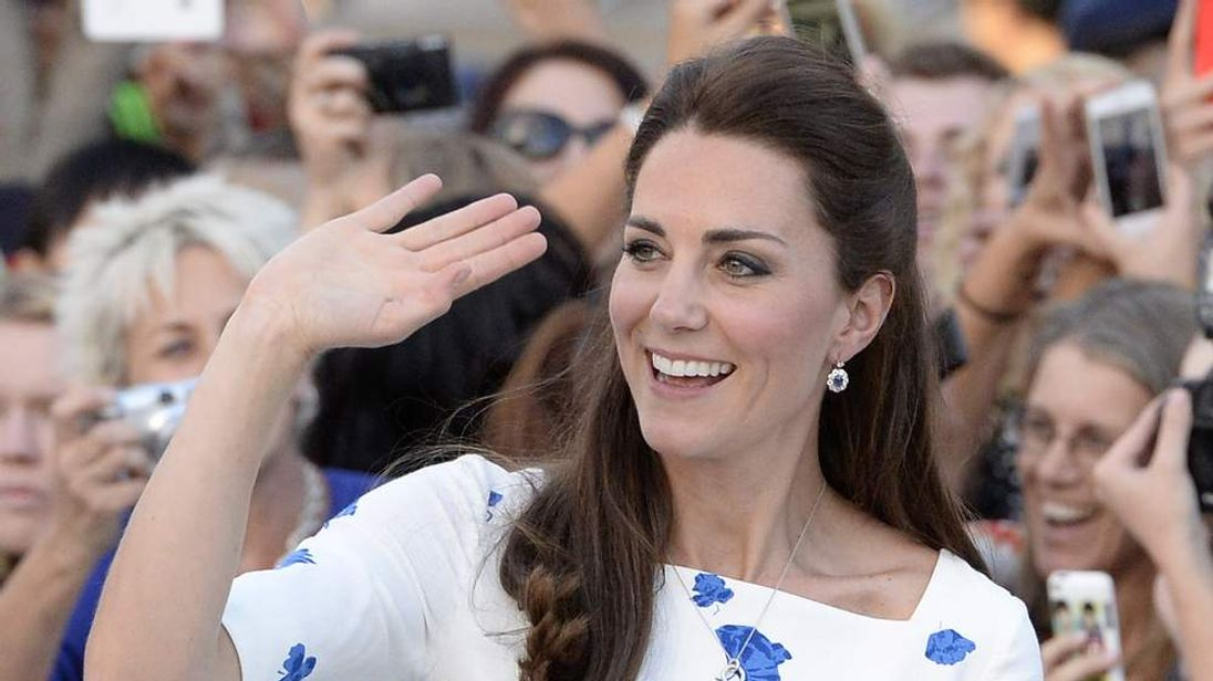 Kate waving to the crowds in Brisbane