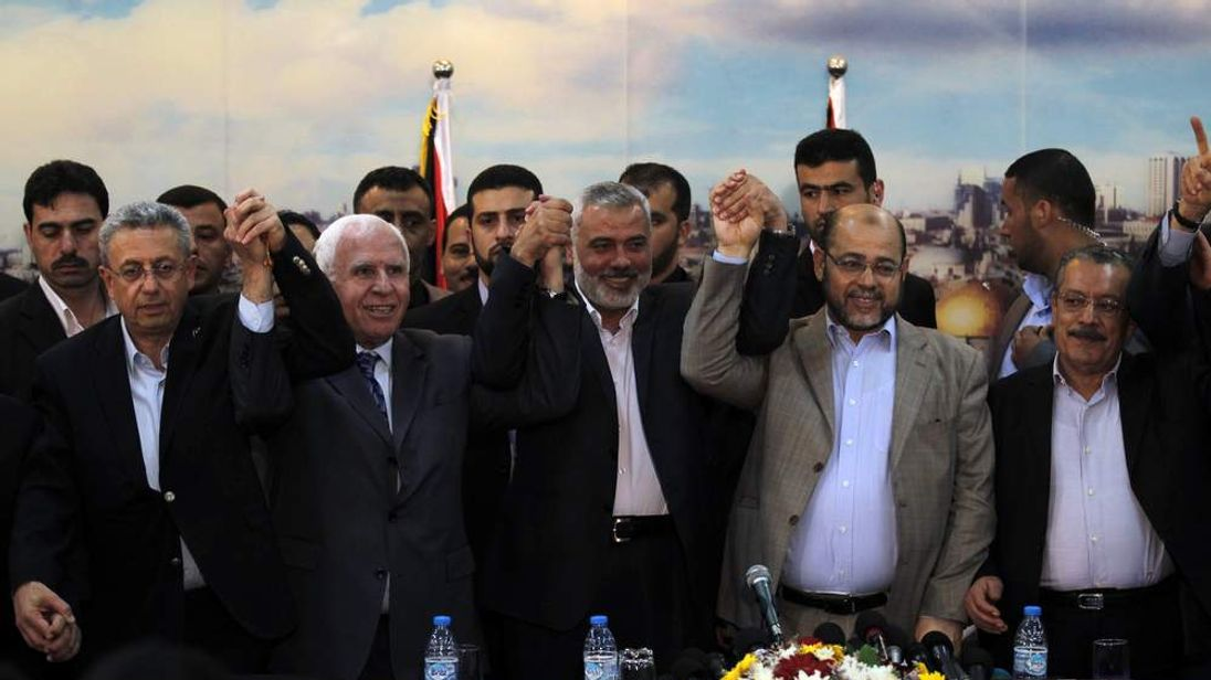 Representatives from Fatah and Hamas celebrate deal