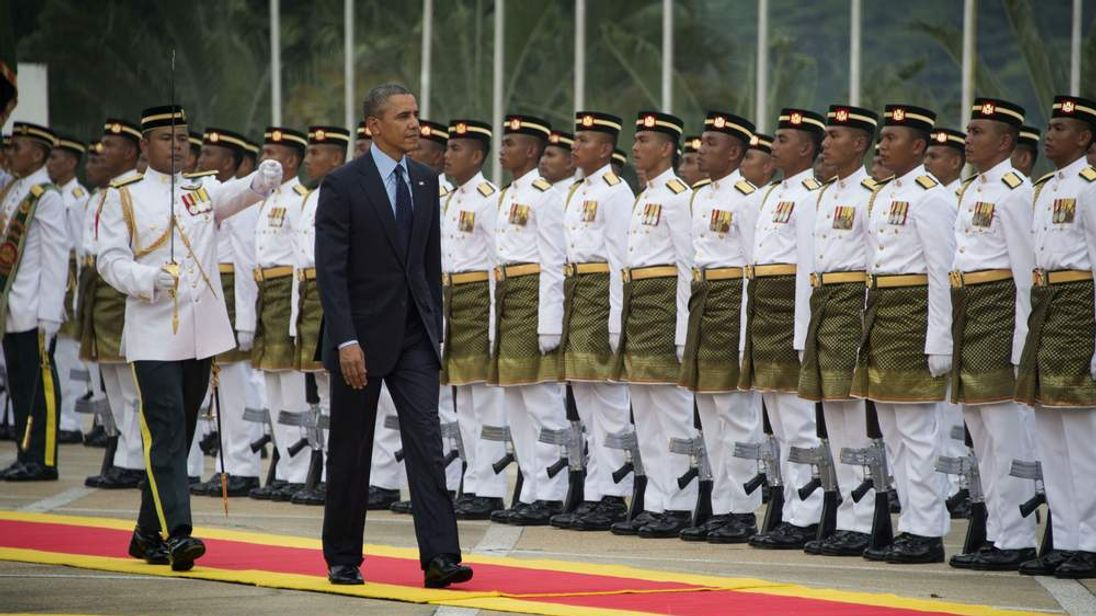 President Obama inspects Malaysian troops on his arrival in Kuala Lumpur.